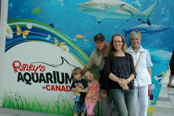 Ripleys Aquarium of Canada-Family Picture
