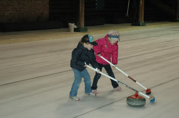 151106-Chateau Montebello-Curling